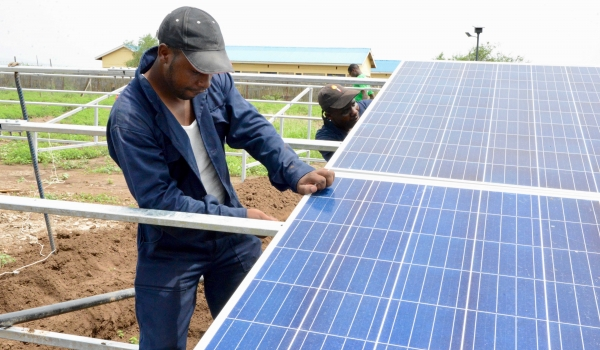 Four ways to accelerate solar-powered electrification in humanitarian settings